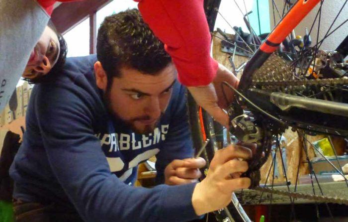 Mecanica basica bicicleta Madrid Vacaciones en bici