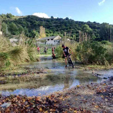 disfrutando-en-bici-en-costa-tropical-rutas-pangea